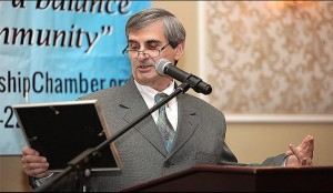 Art Bonito presenting Jefferson Highlights award to Bridge Marina